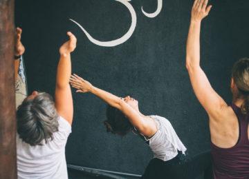 Yoga Lektion im Surfcamp
