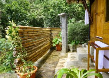 Outdoor shower in Eco Lodge Pavones
