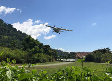 Plane lands in Pavones