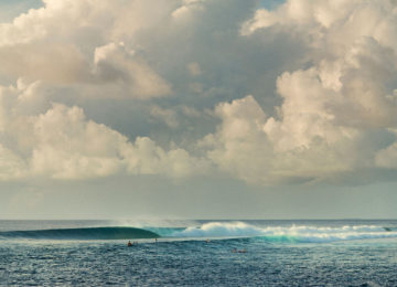 Right wave in the South Atoll
