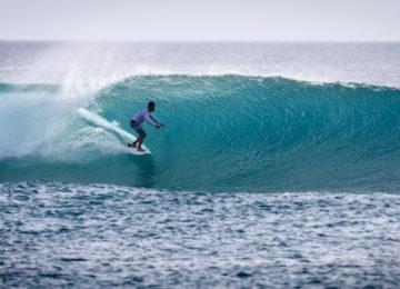 Surf guide on left wave
