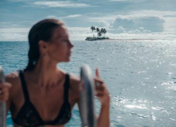 Surfergirl mit Insel