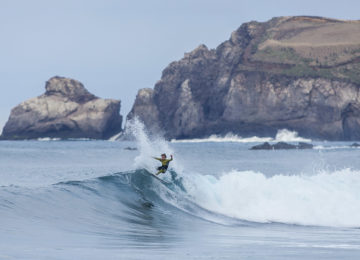 Sao Miguel Surfer mit Spray