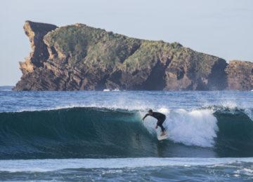 Black Sand Surfcamp Surfer