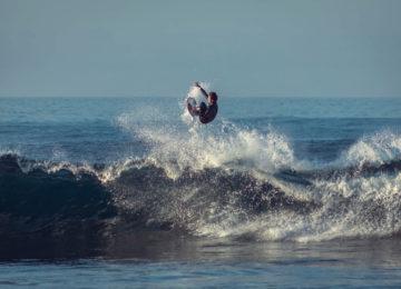 Surfer mit Air