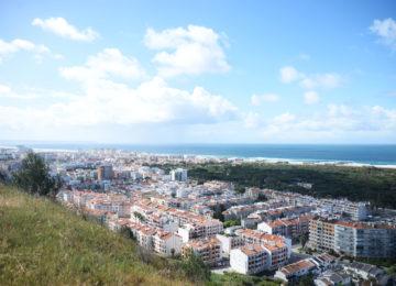Sicht über Caparica mit Strand