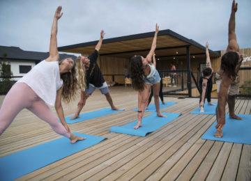 Yoga auf dem Sonnendeck