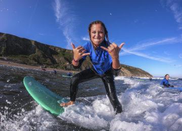 Stoked im Surfkurs