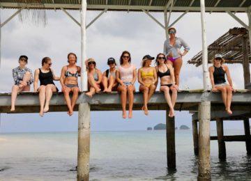 salti girls sitting on quai