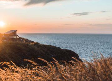 Surf Van am Cliff mit Sonnenuntergang