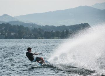 Wakesurfer mit Spray