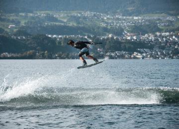 Wakeboarder mit Air