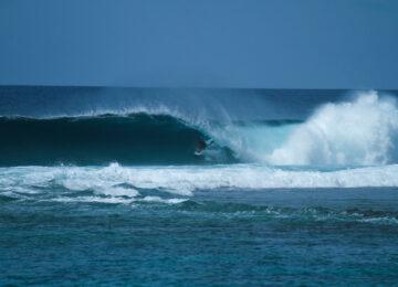 Kevin Völkle Jails North Atoll Barrel Surf