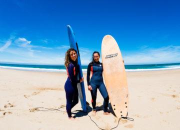 Posen mit Surfboards